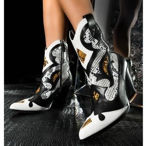 Shoes - Snake Print Cowboy 🤠 Boot